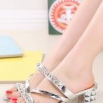 รองเท้าแตะผู้หญิงสีเงิน ส้นสูง เปิดส้น สายคาดแต่งเพชรหรูหรา แบบเปิดโชว์นิ้วเท้า แฟชั่นเกาหลี