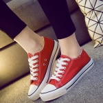 รองเท้าผ้าใบแฟชั่นผู้หญิงสีแดง ทรงคลาสิค ยอดนิยม ฮิตตลอดกาล แบบเชือกผูก แฟชั่นเกาหลี