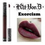 Kat Von D Everlasting Liquid Lipstick #Exorcism ลิควิดลิปสติกที่เป็น Bestseller ของแบรนด์นี้ ให้เม็ดสีที่คมชัด ติดแน่นทนนาน ปกปิดสีปากดีเยี่ยม เนื้อครีมเกลี่ยง่ายทาง่ายเรียบลื่นไปกับริมฝีปาก ให้ผลลัพธ์เป็นแมท อีกทั้งยังอุดมไปด้วยคุณค่าจากวิตามินอี