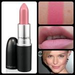 ลิปสติก MAC Matte Lipstick # Please Me โทนสีชมพูนม ลิปสติกแบบเนื้อแมตต์ เนื้อแน่นเนียนนุ่ม ละเอียดทาง่ายไม่เป็นคราบ สีสวย ที่มอบสีสันติดทนนาน สร้างสีสันให้เรียวปากดูมีชีวิตชีวาน่ามองและน่าสัมผัส