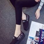รองเท้าผ้าใบแฟชั่นผู้หญิงสีดำ ผ้ากำมะหยี่ ส้นแต่งลายกราฟิตี้ แบบสวม ทรงทันสมัย น่ารัก ใส่ลำลอง