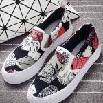 รองเท้าผ้าใบแฟชั่นผู้หญิง สีแดงกราฟิตี้ แบบสวม ทรงทันสมัย น่ารัก ดูดี ไม่ซ้ำใคร ใส่ลำลอง แฟชั่นเกาหลี
