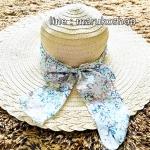 หมวกปีกกว้าง หมวกเที่ยวทะเล หมวกปีกว้างสีน้ำตาลอ่อนน่ารักๆค่ะ แต่งโบว์ใหญ่ลายดอกไม้วินเทจรอบเก๋ ๆ