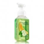 Bath & Body Works Cucumber Melon Gentle Foaming Hand Soap 259 ml. โฟมล้างมือเนื้อโฟมนุ่ม อ่อนโยนต่อผิวบำรุงผิวให้ผิวนุ่มชุ่มชื่นไม่แห้งตึงหลังการใช้ กลิ่นหอมเมลอนเป็นกลิ่นแนวสดชื่น หอมอ่อนๆ ใช้ได้ทั้งชายและหญิง