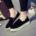 รองเท้าหุ้มส้นผู้หญิงสีดำ พื้นยาง พื้นหนา แบบสวม แฟชั่นเกาหลี