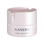 KANEBO NIGHT LIPID WEAR 40ml. ครีมสำหรับช่วงกลางคืนที่มาพร้อมกลิ่นหอมชวนผ่อนคลายและสัมผัสเนียนนุ่ม ปรนนิบัติผิวอย่างอ่อนโยนเพื่อฟื้นบำรุงผิวที่ถูกทำลายจากรังสี UV และความแห้งกร้านตลอดทั้งวัน ให้ผิวชุ่มชื้นได้อย่างเต็มที่ขณะที่คุณนอนหลับ