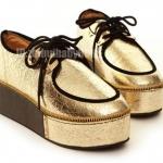 รองเท้าหุ้มส้นผู้หญิงสีทอง พื้นรองเท้าหนา ใช้เชือกรัดสีดำ แนววินเทจ