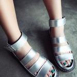 รองเท้ารัดส้นผู้หญิงสีเงิน สไตล์โรมัน มีเข็มขัดรัดข้อเท้า พื้นหนา แฟชั่นยุโรป
