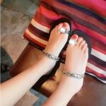 รองเท้าแตะผู้หญิงสีดำ เปิดส้น หูหนีบ แต่งเพชรเม็ดใหญ่ สายคาดกระชับเท้า หรูไฮโซ แฟชั่นเกาหลี
