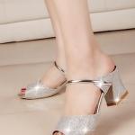 รองเท้าแตะผู้หญิงสีเงิน แบบสวม ส้นสูง สายคาดรัดกระชับเท้า สวยไฮโซ แฟชั่นเกาหลี