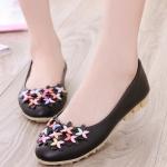 รองเท้าคัทชูส้นเตี้ยสีดำ ลายดอกไม้ หนังPU พื้นยาง สไตล์หวาน พื้นนุ่ม ใส่สบายเท้า แฟชั่นเกาหลี