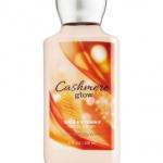 Bath & Body Works Cashmere Glow Body Lotion 236 ml. โลชั่นบำรุงผิว กลิ่นหอมใหม่นุ่มละมุนของวนิลลาผสมกับกลิ่น Musk และปลายๆกลิ่นมีกลิ่นเบอร์รี่ ให้รู้สึกสดชื่นไม่หวานมากจนเกินไป