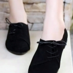 รองเท้าคัทชูส้นเตี้ยสีดำ หนังนิ่ม หัวแหลม แบบเชือกร้อยด้านข้าง เก๋ไก๋ ทรงทันสมัย แฟชั่นเกาหลี