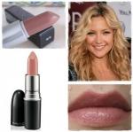 ลิปสติก MAC Lustre Lipstick # Hug Me ลิปสติกประกายแวววาว มอบสีเด่นชัดแนบแน่นบนริมฝีปากในขณะเดียวกันก็มอบความชุ่มชื้น เผยริมฝีปากเนียนนุ่ม เย้ายวน ประกายเซ็กซี่ เนิ่นนานตลอดทั้งวัน