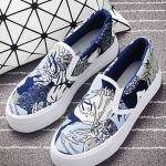 รองเท้าผ้าใบแฟชั่นผู้หญิง สีน้ำเงินกราฟิตี้ แบบสวม ทรงทันสมัย น่ารัก ดูดี ไม่ซ้ำใคร ใส่ลำลอง แฟชั่นเกาหลี