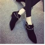 รองเท้าบู๊ตผู้หญิงสีดำ แนวพังก์ หัวแหลม วัสดุผ้า ส้นเตี้ย ประดับหมุด แฟชั่นเกาหลี