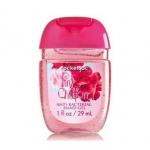 Bath & Body Works Pink Chiffon PocketBac Sanitizing Hand Gel 29 ml. เจลล้างมือขนาดพกพาแบบไม่ต้องใช้น้ำ สูตรแอนตี้แบคทีเรีย ฆ่าแบคทีเรียได้ 99.9% กลิ่นของผลแพร ผสมกับกลิ่นของกล้วยไม้ กลิ่นวนิลานุ่มๆ และกลิ่น Chiffon Musk ผสมผสานกลิ่นได้หอมหวานลงตัวสุดๆคะ