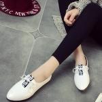 รองเท้าคัทชูผู้หญิงสีขาว ส้นเตี้ย หัวแหลม แบบเชือกผูก หนังPU แนววินเทจ แฟชั่นเกาหลี