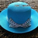 หมวกปีกกว้าง หมวกเที่ยวทะเล หมวกสาน สีฟ้า แต่งโบว์ลายจุดรอบเก๋ ๆ