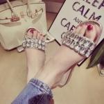 รองเท้าแตะผู้หญิงสีขาว แบบสวม ประดับเพชร ส้นเตี้ย แฟชั่นเกาหลี