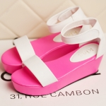 รองเท้าแฟชั่นผู้หญิง ส้นหนา สีชมพูขาว ปิดส้น มีสายรัด แฟชั่นยุโรป