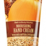Bath&Body Works Sweet Cinnamon Pumpkin Nourishing Hand Cream 59 ml. ครีมทามือที่อุดมไปด้วยวิตามินอี และโจโจบาออยที่เข้มข้น กลิ่นหอมของชินนามอน กับฟักทอง ผสมกันให้กลิ่นเหมือนกลิ่นแอปเปิ้ล ผสมวนิลลาค่ะ ช่วยบำรุงมือให้เนียนนุ่มชุ่มชื่น ขนาดเล็ก