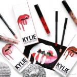 Kylie Matte Liquid Lipstick & Lip Liner แบรนด์ลิปติกเนื้อแมทลิควิคที่มาแรงสุดๆ ในตอนนี้ จัดเซ็ท Lip Kit คู่มากับลิปไลน์เนอร์ ให้ปากคมชัด ติดทนทั้งวันแถมยังมีกลิ่นหอมหวานน่ากินมาก