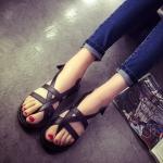 รองเท้ารัดส้นผู้หญิงสีดำ แบบสายรัด โชว์นิ้ว สไตล์โรมัน พื้นเรียบ แฟชั่นยุโรป