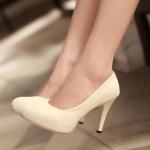 รองเท้าทำงานส้นสูงสีครีม หัวหลม ผ้ากำมะหยี่ ส้นเข็ม ส้นสูง9.5cm ทรงสุภาพ แฟชั่นเกาหลี