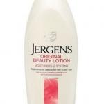 Jergens Original Beauty Lotion Dry Skin Moisturiser 650 ml. โลชั่นบำรุงผิวกาย เปี่ยมคุณค่าแห่งการฟื้นบำรุง เพื่อผิวเนียนนุ่มชุ่มชื่น แลดูสว่างใส อุดมด้วยส่วนผสมที่มอบความชุ่มชื้น ผสานเทคโนโลยี HYDRALUCENCE เพื่อผิวแลดูสว่างใสเปล่งประกาย ช่วยบำรุงผิวให้นุ่
