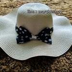 หมวกปีกกว้าง หมวกเที่ยวทะเล หมวกปีกว้างโทน สีครีม คาดโบว์ใหญ่ลายจุดเก๋ๆ