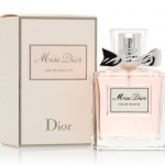Christian Dior Miss Dior Eau De Toilette Spray 100 ml. กลิ่นหอมโดดเด่นไปด้วยดอกกุหลาบ หวานหอมสุดใส ซึ่งได้นำกุหลาบบัลแกเรียและกุหลาบตุรกีมาปรุงแต่งใหม่