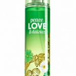 Bath & Body Works Peace Love & Daisies Fine Fragrance Mist 236 ml. สเปร์ยน้ำหอมที่ให้กลิ่นติดกายตลอดวัน กลิ่นหอมอ่อนหวานของดอกเดชื่กับกลิ่นลาเวนเดอร์ ให้อารมณ์ผ่อนคลายเบาสบาย