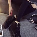 รองเท้าผ้าใบแฟชั่นผู้หญิงสีดำ หุ้มข้อ ผ้ากำมะหยี่ ป้องกันความหนาวได้ดี ทรงทันสมัย แฟชั่นเกาหลี