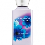 Bath & Body Works Moonlight Path Body Lotion 236 ml. กลิ่นนี้จะอ่อนๆ ละมุนๆ เบาๆ เหมือนกลิ่นครีมอ่อนๆ ธรรมชาติค่ะ