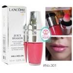 Lancome Juicy Shaker Lip Oil #301 Meli Melon สีชมพูฉ่ำ เนียน เย้ายวนใจ ไม่แพ้กลิ่นเมลอนสุกงอม ลิปออยส์ลังโคมลิปสติกรูปแบบใหม่ ครั้งแรกที่แปรงทาปากอยู่ในรูปแบบคุชชั่นให้สัมผัสนุ่มนวลอย่างน่าอัศจรรย์ใจ มอบสีสันชัดเจน ให้ความชุ่มชื้น
