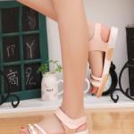 รองเท้าแตะผู้หญิงสีครีม รัดส้น สายคาดแต่งหัวเข็มขัดสีทอง พื้นหนา นุ่มสบายท้า แฟชั่นเกาหลี