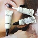 Chanel Le Lift Firming Anti Wrinkle Eye Cream ขนาดทดลอง 3ml. ครีมบำรุง ลดเลือนริ้วรอย ยกกระชับผิวรอบดวงตา เนื้อครีมบางเบา ซึมซาบไว มอบความชุ่มชื้น ผิวรู้สึกสดชื่น พร้อมปกป้องผิวจากมลภาวะทำร้ายผิว ผ่อนคลาย จากกลิ่นหอมอ่อน ๆ