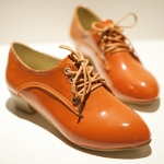รองเท้าคัตชูผู้หญิงสีแดง หนังแก้ว แนววินเทจ ร้อยด้วยเชือก รองเท้าแฟชั่นเกาหลี