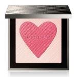 Burberry London With Love Palette Limited Edition พาเลทบลัชและไฮไลท์สุดเลิศรุ่น Limited Edition ที่ช่วยให้ผิวแลดูโกลว์สวยเหมือนผิวบ่มแดดอย่างเป็นธรรมชาติ มาพร้อม blush on และ highlighter เนื้อฝุ่นที่พิมพ์ลายเป็นรูปหัวใจ สุดน่ารัก เนื้อเนียน
