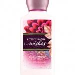 Bath & Body Works A Thousand Wishes Body Lotion 236 ml. โลชั่นบำรุงผิวสุดพิเศษ ช่วยในการบำรุงผิวพรรณให้อ่อนนุ่ม กลิ่นหอมสดชื่น ติดทนนาน กลิ่นหอมผสมผสานหลากหลายกลิ่น กลิ่นดอกพิโอนี่ ผสมกลิ่นแชมเปญ หอมหรูมีระดับคะ