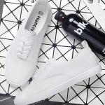 รองเท้าผ้าใบแฟชั่นเกาหลีสีขาว วัสดุหนัง พื้นแบน พื้นสีขาว แบบเชือกผูก ทรงคลาสสิค น่ารัก ใส่ลำลอง