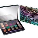 """Urban Decay UD Vice 4 Eyeshadow Palette Limited Edition อายแชโดว์พาเลต 20 สีที่เพิ่งเปิดตัวไปหมาดๆ มีสีนู้ดๆ หรือโทนสีกันตายแบบทาได้ทุกวัน และสีสนุกๆ สีสันจัดจ้าน แถมยังพ่วงด้วยคำว่า """"ลิมิเต็ด"""" เข้าไป งานนี้ก็เลยกลายเป็นพาเลทที่สาวๆ ใจสั่นกันไปแบบไม่ต้องส"""