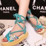 รองเท้าแตะผู้หญิงสีฟ้า แบบรัดส้น หนังไมโครไฟเบอร์ ลายดอกไม้ พื้นหนา ส้นสูง3.5cm แฟชั่นเกาหลี
