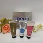 L'Occitane Merci Hand Cream Trio Set เซ็ทของขวัญบำรุงผิวมือบรรจุในกล่องเหล็กสวยงาม Hand Cream 3 กลิ่น ด้วยส่วนผสมอันมีคุณค่าในการบำรุงผิวมือ เข้มข้นด้วยเชีย บัตเตอร์ 25% และ วิตามิน E เนื้อบางเบา ปราศจากความมัน