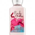 Bath & Body Works Pink Chiffon Body Lotion 236 ml. กลิ่นหอมใหม่ที่หอมมากๆ กลิ่นของผลแพร ผสมกับกลิ่นของกล้วยไม้ กลิ่นวนิลานุ่มๆ และกลิ่น Chiffon Musk ผสมผสานกลิ่นได้หอมหวานลงตัวสุดๆคะ