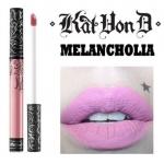 Kat Von D Everlasting Liquid Lipstick #Melancholia ลิควิดลิปสติกที่เป็น Bestseller ของแบรนด์นี้ ให้เม็ดสีที่คมชัด ติดแน่นทนนาน ปกปิดสีปากดีเยี่ยม เนื้อครีมเกลี่ยง่ายทาง่ายเรียบลื่นไปกับริมฝีปาก ให้ผลลัพธ์เป็นแมท อีกทั้งยังอุดมไปด้วยคุณค่าจากวิตามินอี