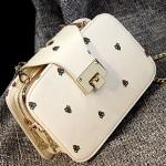 กระเป๋าสะพายข้างสีขาว ทรงสี่เหลี่ยม สายสะพายแบบสร้อยสีทอง ช่องอเนกประสงค์3ช่อง แฟชั่นเกาหลี