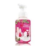 Bath & Body Works Twisted Peppermint Gentle Foaming Hand Soap 259 ml. โฟมล้างมือเนื้อโฟมนุ่ม อ่อนโยนต่อผิวบำรุงผิวให้ผิวนุ่มชุ่มชื่นไม่แห้งตึงหลังการใช้ กลิ่นหอมเปปเปอร์มิ้นท์ หอมสดชื่นโล่งจมูกคะ ผสมกับกลิ่นวนิลลา ให้กลิ่นที่หอมสดชื่นไม่ฉุนคะ