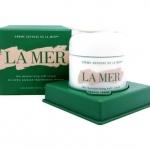 LA MER The Moisturizing Soft Cream ไซส์จริง 60 ml. มอยเจอร์ครีมลาแมร์เนื้อเจล เนื้อผลิตภัณฑ์เนียนนุ่มบางเบากว่า แต่มอบคุณค่าการฟื้นบำรุงผิวเฉกเช่นเดียวกันกับ Creme de la Mer ผลิตภัณฑ์อันเป็นตำนาน ช่วยมอบความชุ่มชื้นอย่างล้ำลึก